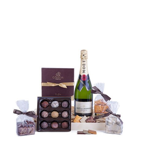 'Superior Palate' basket with chocolates and champagne