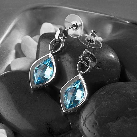 Bianco e blu: gigli e gioielli