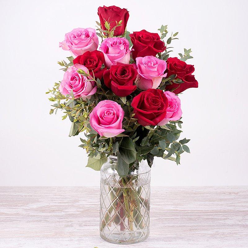 Pareja perfecta - rosas rosas y rojas
